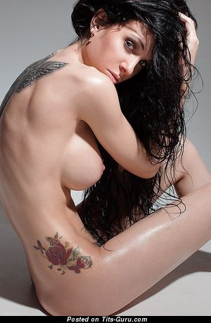 Nude brunette with natural tittys and tattoo pic