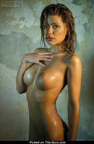 Pleasing Floozy with Pleasing Bare Tight Titty (Porn Foto)