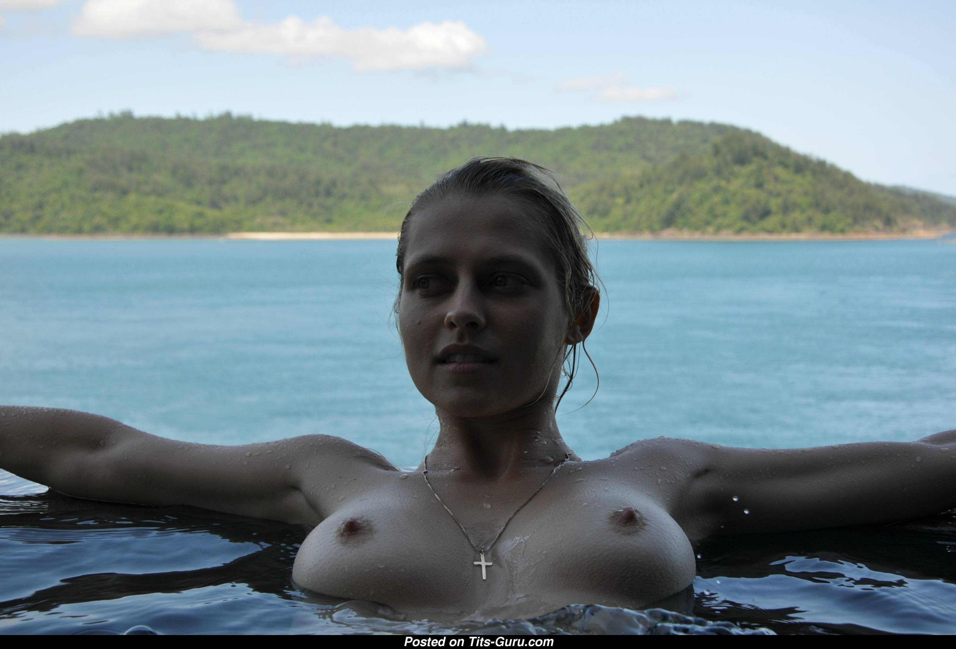 Teresa Palmer Naked Asian Blonde With Natural Breast Pic