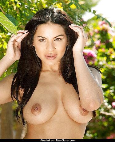 Elegant Babe with Elegant Open Natural Regular Tots (Xxx Photo)