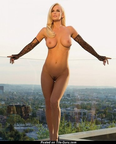 Fascinating Blonde with Fascinating Defenseless G Size Tit (Xxx Pix)