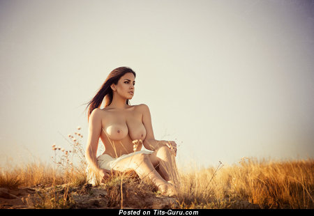 Charming Babe with Charming Open Natural D Size Tittys (Hd Xxx Image)