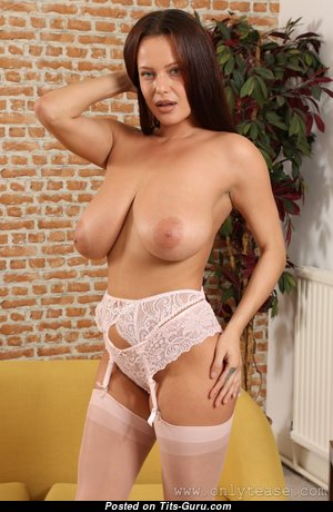 Elle Faye - Grand Brunette Babe with Grand Nude Real Boobys in Lingerie (Hd Xxx Foto)