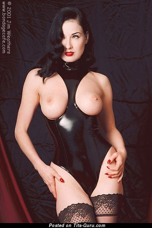 Dita Von Teese - Awesome American Babe with Awesome Naked Real Average Boob (18+ Photoshoot)