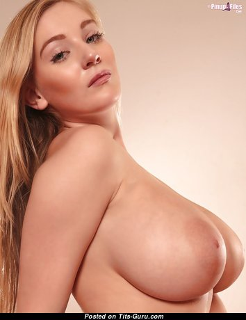 Beautiful Babe with Beautiful Nude Real H Size Tittys & Big Nipples (Sexual Pix)