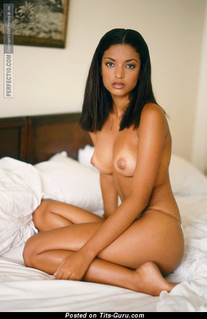 Aline Mates - nude nice girl with medium natural breast photo