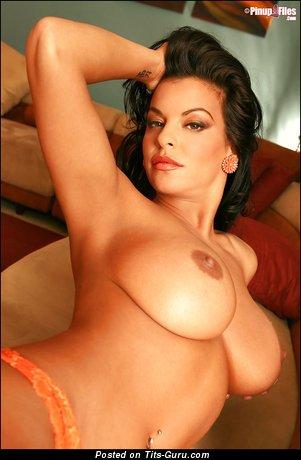 Nancy Erminia - фотография шикарной голой брюнетки с большими натуральными дойками