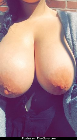 Stunning Babe with Stunning Bare Natural Very Big Boobie (Hd Porn Pic)