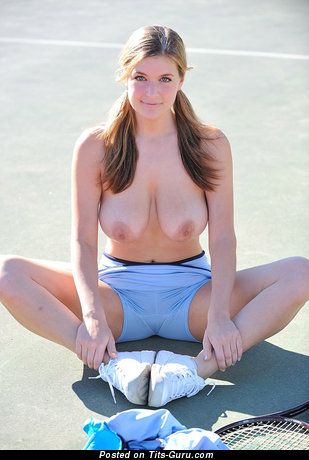 Pretty Babe with Pretty Naked Natural Ddd Size Breasts is Playing Tennis (Sex Foto)