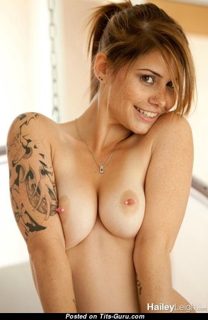 Dazzling Glamour Babe with Dazzling Open Natural Mid Size Titties (Sex Image)