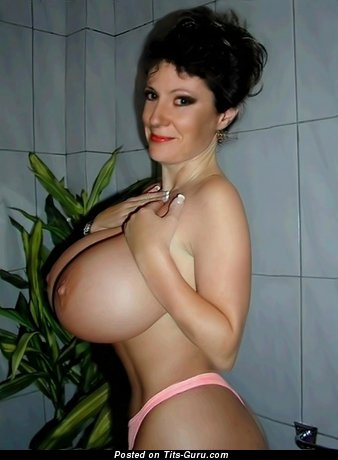 Splendid Topless Babe with Splendid Bald G Size Tittes (Home Xxx Photo)