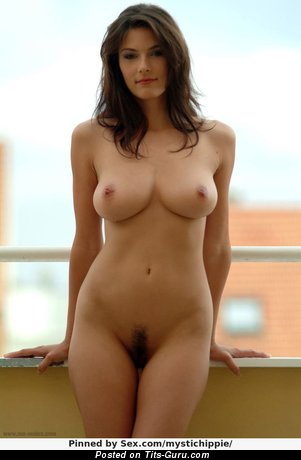 Image. Anita Queen - sexy nude brunette with medium natural breast pic