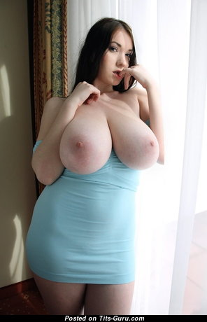 Handsome Unclothed Babe with Red Nipples (Xxx Foto)