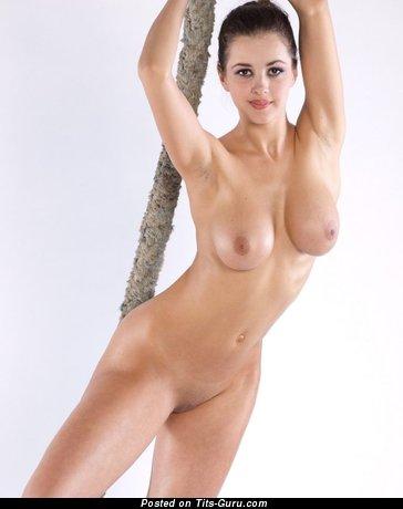 Изображение. Фотография восхитительной обнажённой девахи