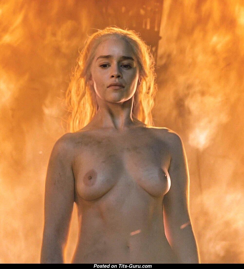 Targaryen boobs daenerys Emilia Clarke