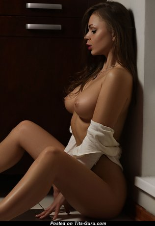Sweet Babe with Sweet Nude Regular Boobies (Hd Sexual Pic)