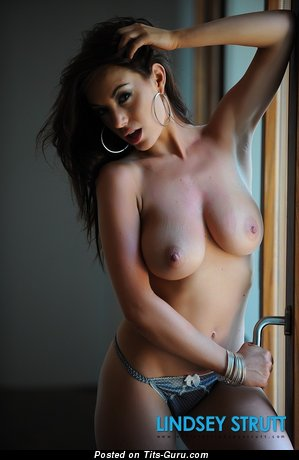 Image. Lindsey Strutt - nude brunette with medium natural tots pic