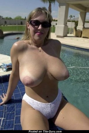 Amateur naked beautiful woman with big natural boobies image