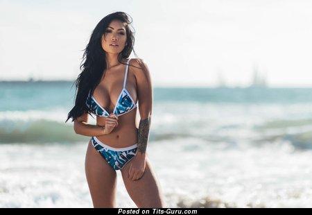 Amazing Naked Brunette Babe (Hd Porn Photoshoot)