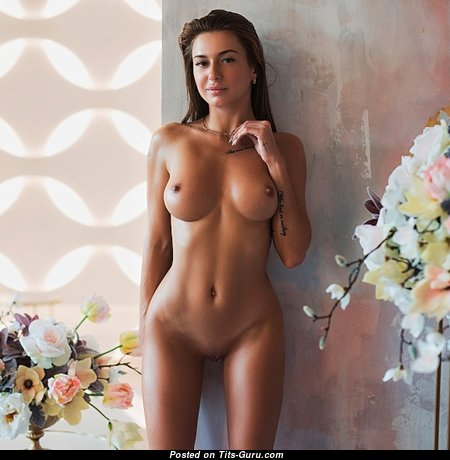 The Best Babe with The Best Bald D Size Melons (Sex Photo)
