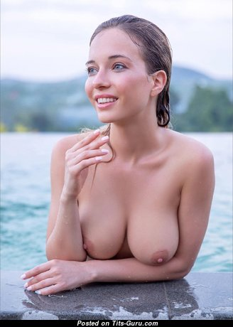 Cute Babe with Cute Naked Natural Average Knockers (Hd Sex Foto)
