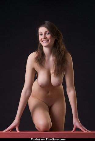 Amazing Babe with Amazing Naked Real Firm Tits (18+ Foto)