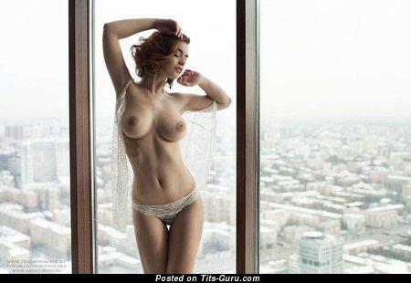 Изображение. Lidia Savoderova - фото обалденной девахи топлесс с средними сисечками