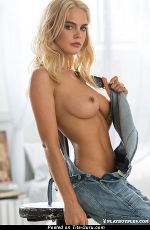 Sexy naked blonde with medium natural boob pic