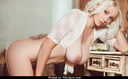Sarah Summers - nude awesome girl with big natural boobies photo