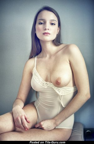 Nice Glamour Undressed Babe (Hd 18+ Foto)
