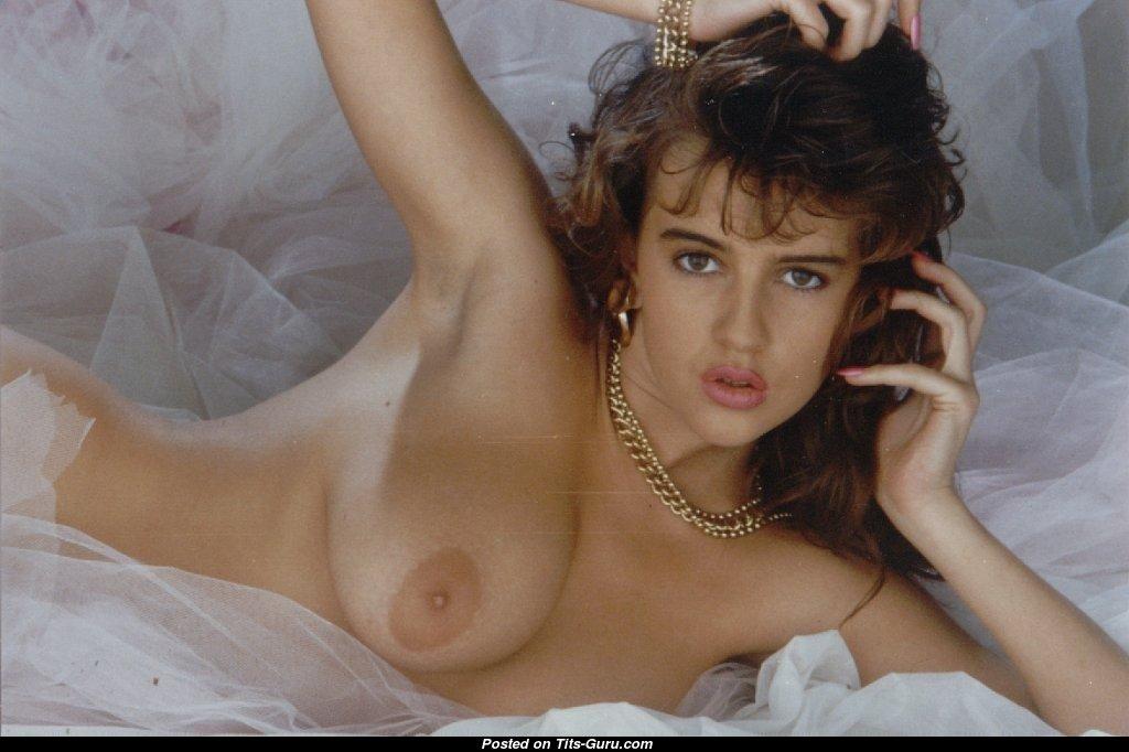 Жопы голые брюнетки из великобритании фото госпожа