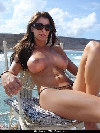 Изображение. Фото шикарной обнажённой чувихи с большими дойками