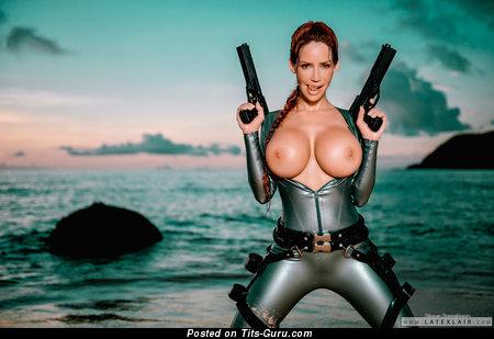 Фотография невероятной голой леди с большой силиконовой грудью