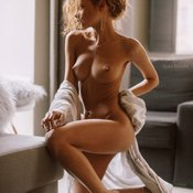 julia yaroshenko сиськи фото: средние сиськи, curly
