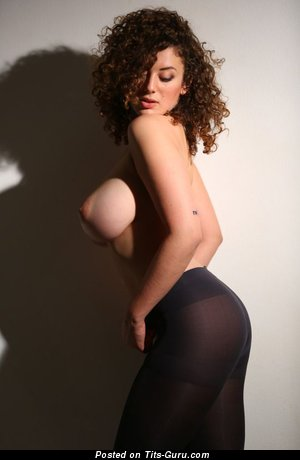 Image. Leila Lowfire - sexy naked awesome female with medium tittes pic