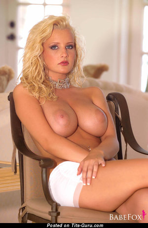 Image. Michelle Marsh - sexy naked blonde with medium natural tittys pic