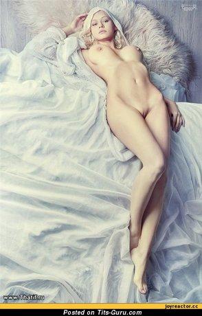 Изображение. Фото умопомрачительной голой леди с большими дойками