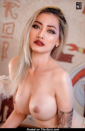 Charming Topless Asian Babe (Sexual Foto)