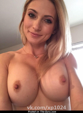 Sexy topless awesome woman with medium boobies and big nipples pic