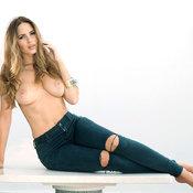 Красотка с крутой обнажённой натуральной средней грудью (hd интимное фото)