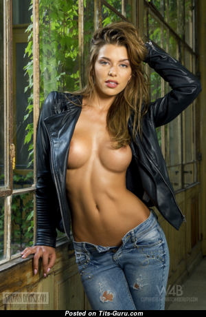 Anita Toth - Charming Topless Female with Charming Open Soft Titties (Hd 18+ Foto)