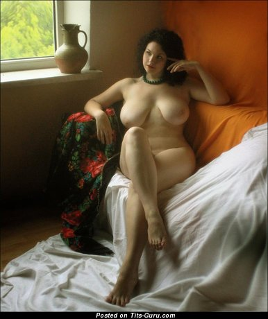 Image. Naked wonderful lady with natural tots pic