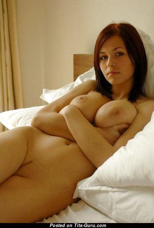 Elegant Naked Brunette Babe (Hd 18+ Pic)