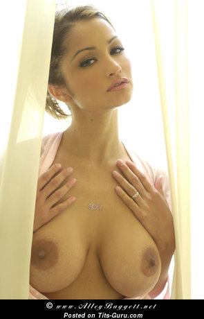 Alley Baggett: nude brunette with medium natural boob & big nipples pic