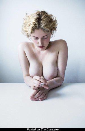 Pretty Nude Babe is Smoking (Sex Photoshoot)