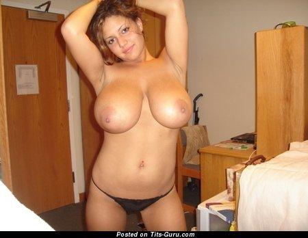 Изображение. Фотография сексуальной голой девахи с натуральными сисечками