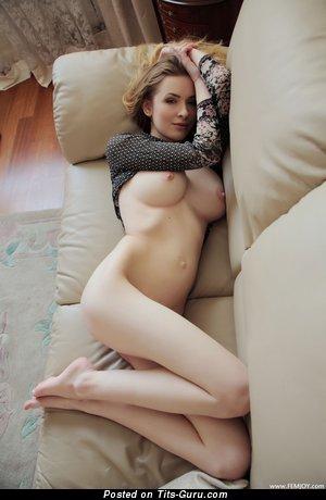 Изображение. сиськи фото: большие сиськи, hd, диван