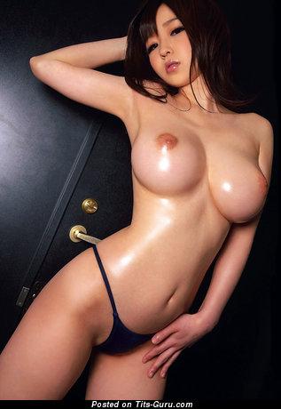 Изображение. Фото шикарной голой брюнетки азиатки с среднего размера сисечками