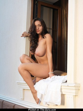 Image. Naked brunette with big natural tittys pic