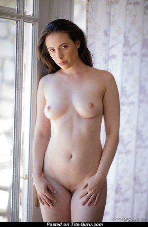 Cute Babe with Cute Defenseless Natural Boob (Porn Foto)